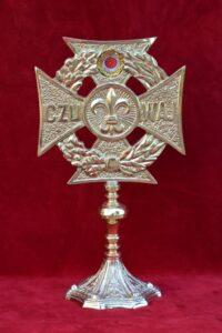 Relikwiarz ufundowany przez nauczycieli i uczniów Zespołu Szkół im. Jana Pawła II w Brzezinach